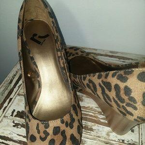 Report Cheetah Wedges